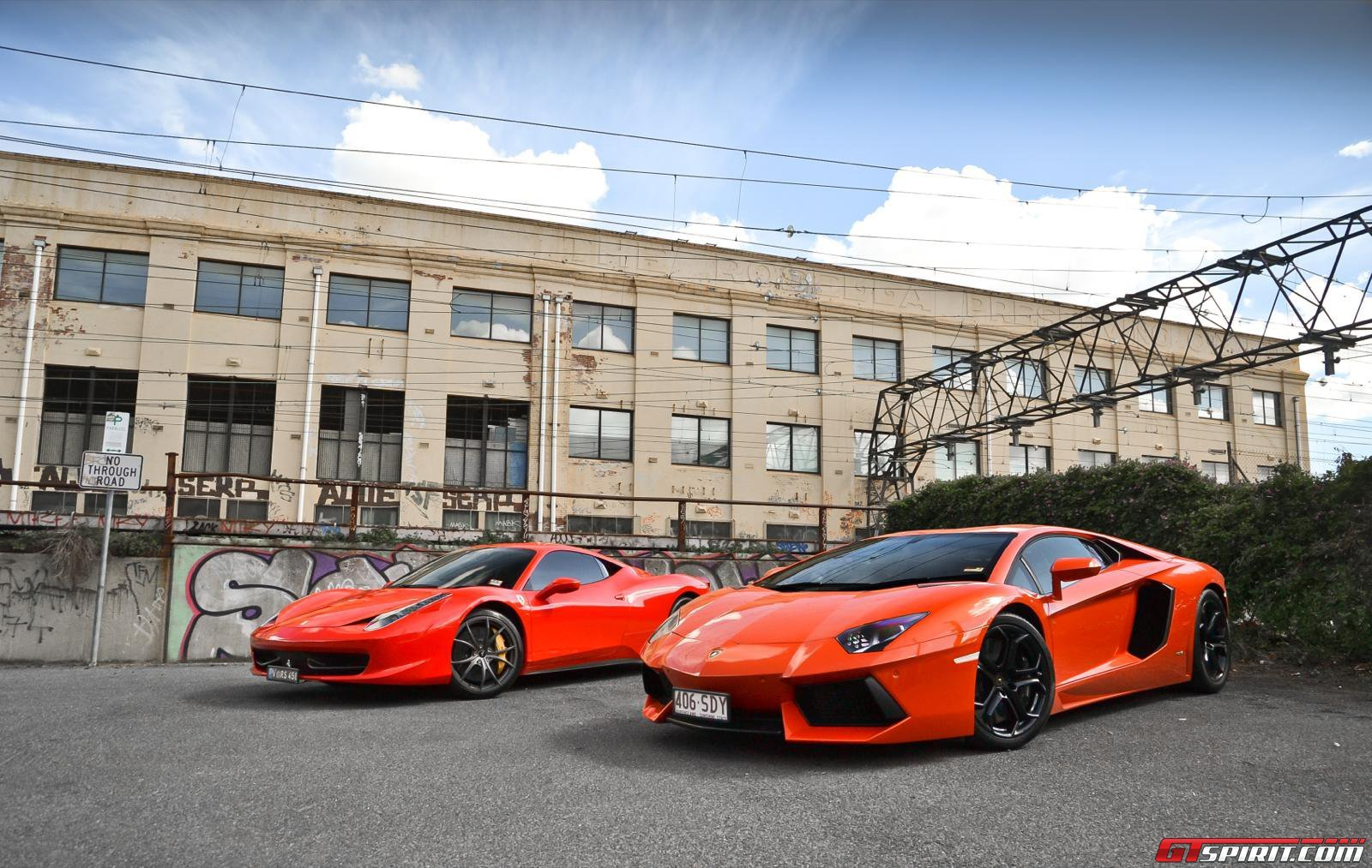 ferrari 458 italia vs lamborghini aventator taringa. Black Bedroom Furniture Sets. Home Design Ideas